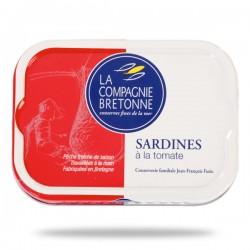 sardines entières à la tomate.